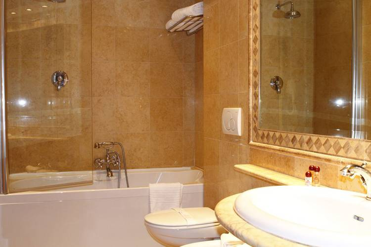 Standard double room for single use villa pinciana hotel rome